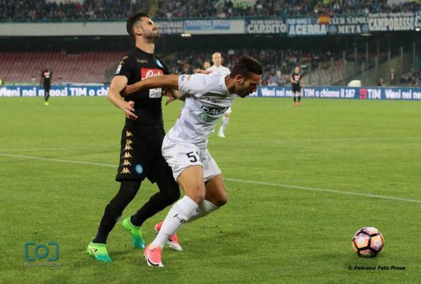 Alì Adnan ferma Hysaj. Fonte: www.facebook.com/UdineseCalcio1896