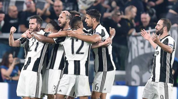 L'esultanza di tutti i bianconeri dopo il gol che firmava il 3-0 dell'andata: l'autore della marcatura era stato Chiellini. | corrieredellosport.it