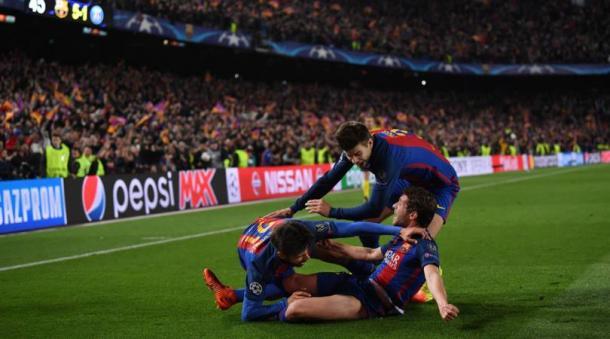 Una foto dell'esultanza di Sergi Roberto, Piquè e André Gomes dopo il gol decisivo per il passaggio del turno contro il Paris Saint-Germain (gara terminata sul 6-1). | corrieredellosport.it