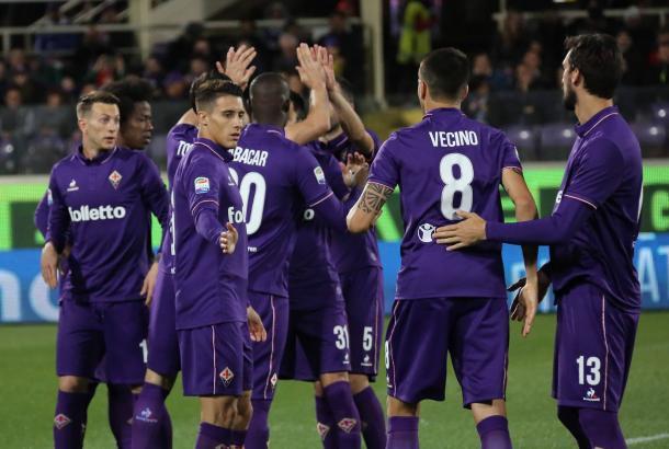La Fiorentina esulta. Fonte: https://www.facebook.com/ACFFiorentina/