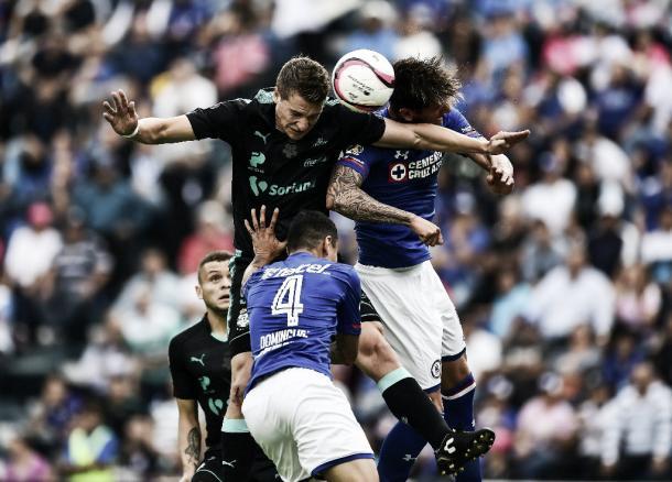 Gol de Furch, excelente remate de cabeza | Fuente: La Jornada