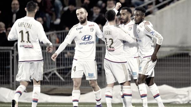 Il Lione esulta dopo un gol contro il Lorient | www.goal.com