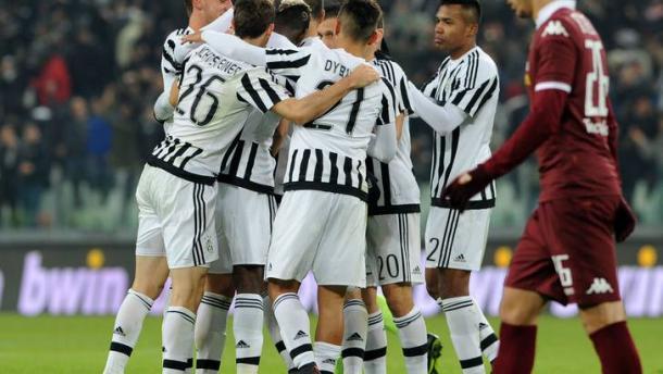 Tutti i giocatori della Juventus in campo in quell'ottavo di finale di Coppa Italia contro il Torino festeggiano Pogba, che ha appena firmato il parziale 3-0 con una punizione da cineteca. | tuttosport.com