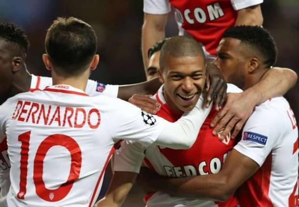 I monegaschi festeggiano uno dei gol di Mbappé al Borussia Dortmund nella gara di ritorno dei quarti di finale. | performgroup.com