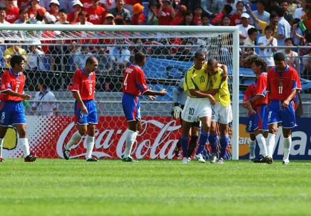 Rivaldo e Ronaldo marcaram gols em todos os jogos da fase de grupos (Foto: Getty Images)