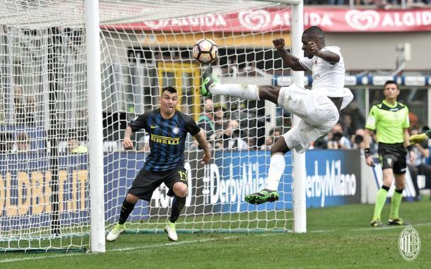 Momento del gol de Zapata en el minuto 97. / Foto: acmilan.com