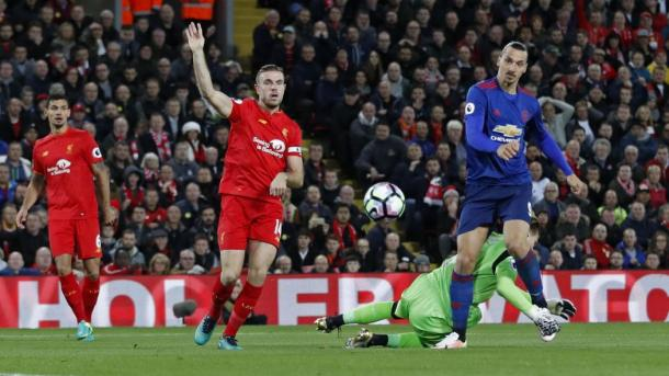 Jordan Henderson e Zlatan Ibahimovic. | Fonte immagine: Eurosport