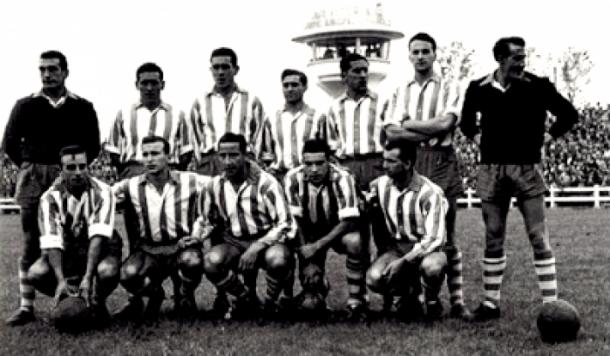 Equipo del Deportivo Alavés, que consiguió el ascenso a Primera División en la temporada 1953-54. Fuente: deportivo alavés