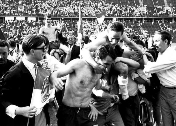 Bayern de Munique ao conquistar vaga na Bundesliga de 1965 (Foto: Acervo/Bayern de Munique BR)