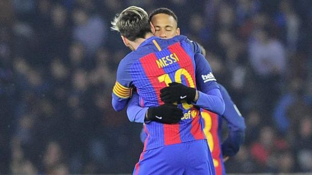 L'abbraccio tra Neymar e Messi dopo il pari. | Fonte immagine: Eurosport