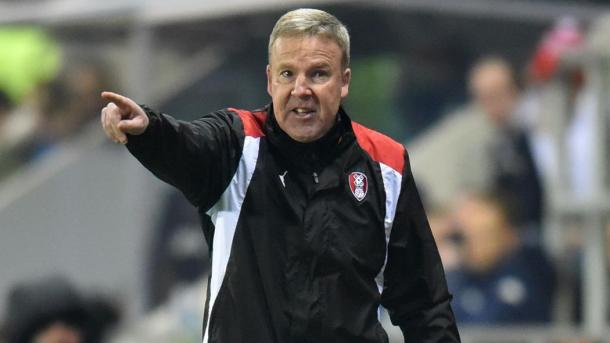 Jackett dando instrucciones con el Rotherham. Foto: Rotherham United