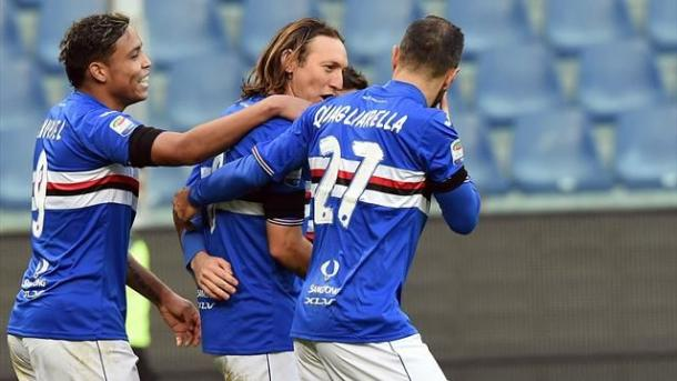Barreto viene festeggiato dai propri compagni di squadra dopo il gol al Toro. Fonte foto: it.eurosport.com
