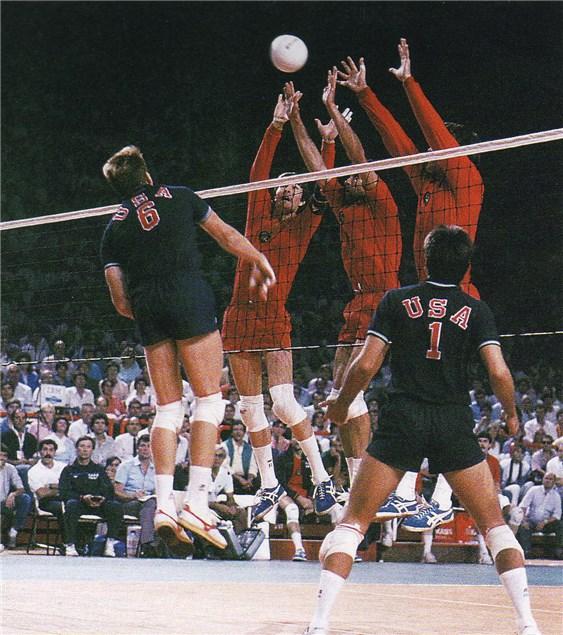 A única final entre Estados Unidos e União Soviética, 1986 (Reprodução do site da FIVB)