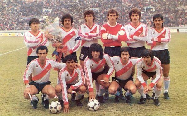 FOTO: El equipo que sale campeón de la Intercontinental. Ese año, además ganan la Libertadores y el Campeonato.