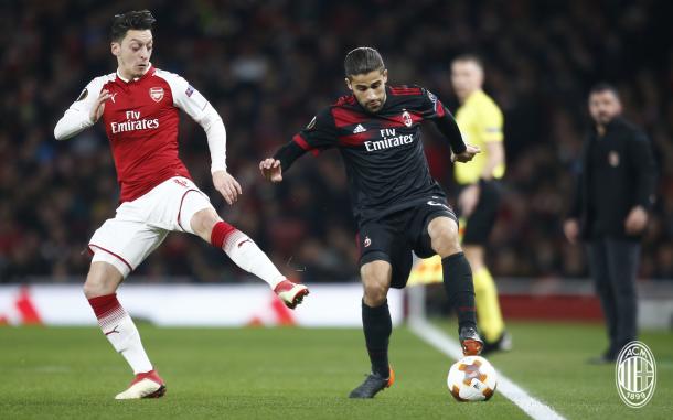 Milanistas até tentam, mas são eliminados para Gunners na Europa League