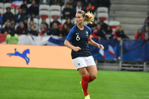 Amandine Henry will want to lift the trophy with her country | Source: coeursdefoot.fr