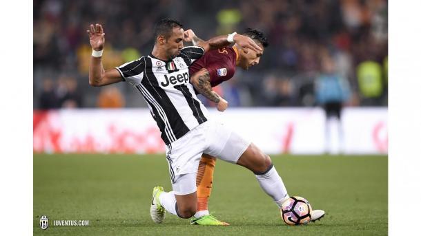 Benatia pugna un balón en el encuentro del pasado domingo en Roma | Foto: Juventus