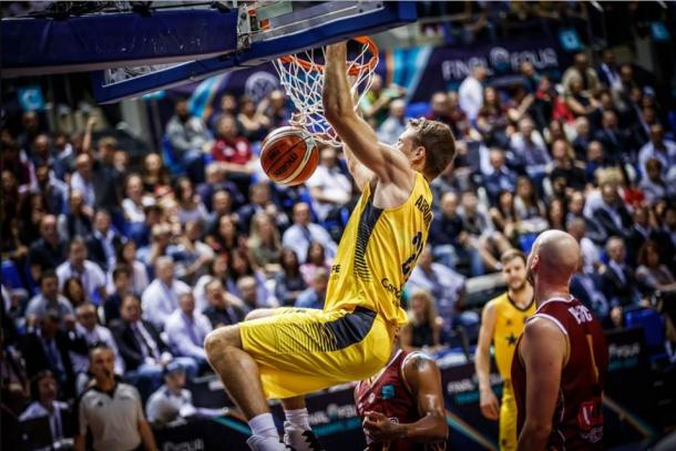 Abromaitis machaca el aro italiano | Fotografía: ACB.