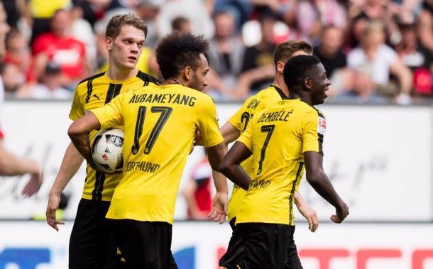 Aubameyang segna e porta il pallone a centrocampo: la sua fretta non basterà per vincere la partita. | Borussia Dortmund, Twitter.