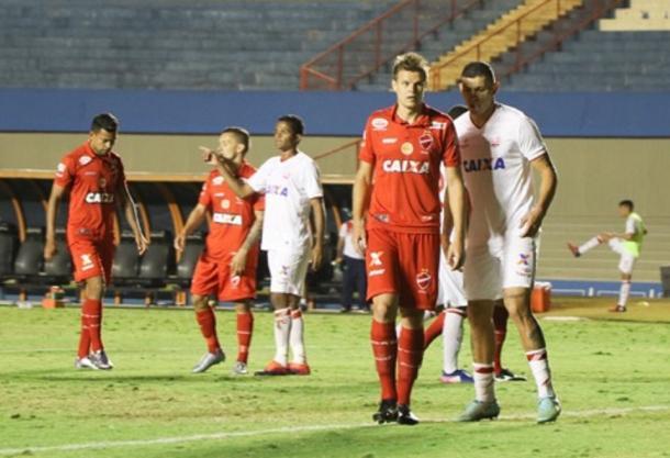 Timbu conquista segunda vitória na Série B, novamente como visitante (Foto: Douglas Monteiro/Vila Nova)