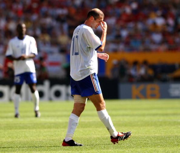 Zidane, lesionado, não conseguiu levar a França adiante (Foto: Shaun Botterill/Getty Images)