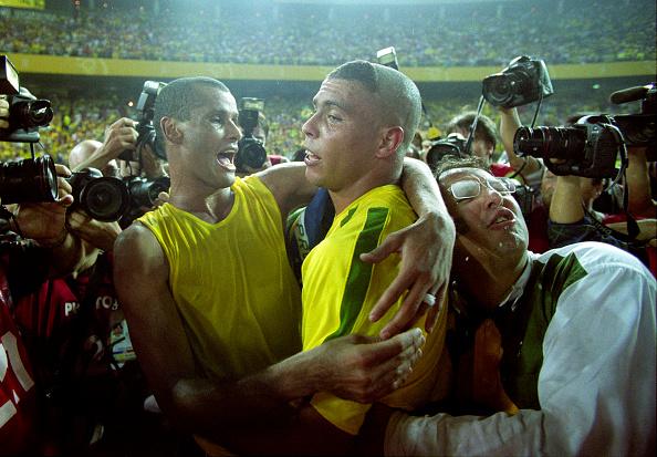 Dois dos ícones da conquista: Rivaldo e Ronaldo (Foto: Mark Leech/Mark Leech Sports Photography)