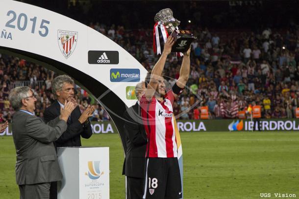 Gurpegui levanta el título de la Supercopa. | UGS Vision.