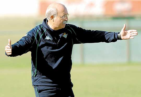Lorenzo Serra Ferrer durante su etapa en el Real Betis | Foto: Diario AS