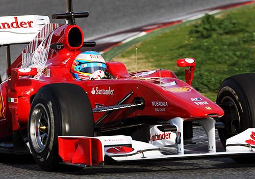 Alonso con el Ferrari de 2010. Foto: fernandoalonso.com