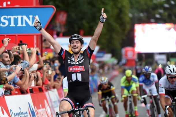 John Degenkolb celebra su victoria de etapa en la Vuelta 2015 | Fotografía: Graham Watson-Unipublic