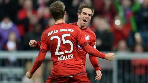 Lahm celebrates scoring the second goal in Bayern's win against Ingolstadt last season | Photo: Kicker