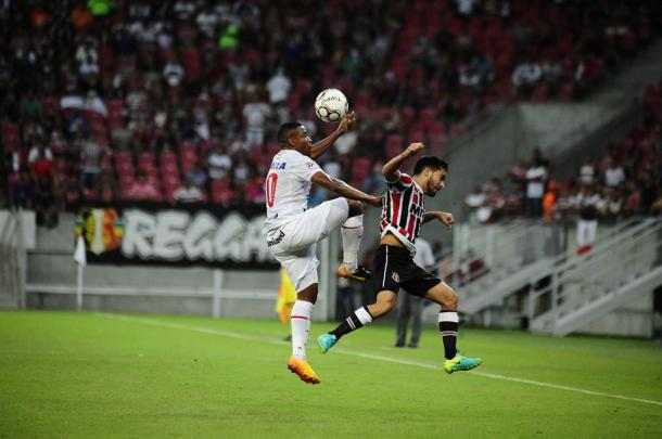 Equipes criam pouco no primeiro tempo e ficam zeradas ao intervalo (Foto: Genival Fernandes/Especial à VAVEL Brasil)
