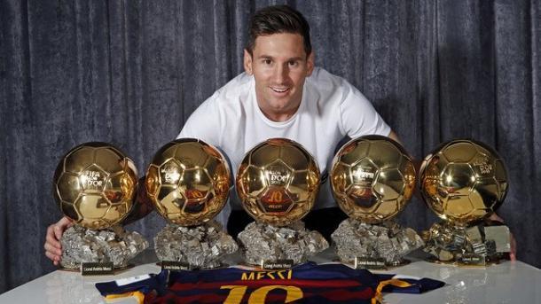 Messi, con sus cinco Balones de Oro. Foto: FC Barcelona