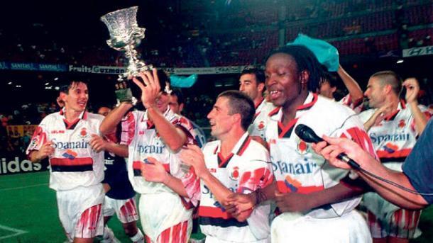 La Supercopa de España, primer título.