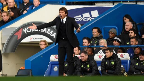 Antonio Conte non soddisfatto dei suoi nel primo tempo, www.premierleague.com