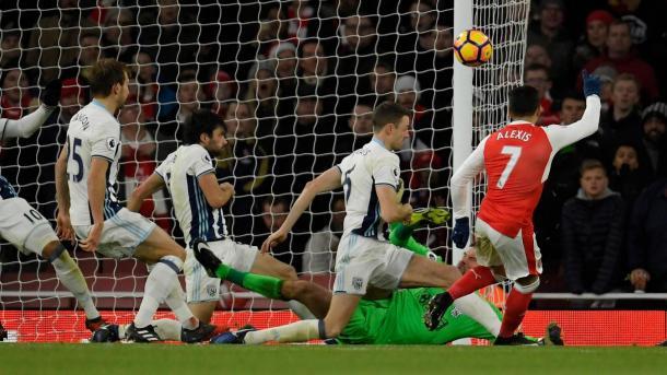 Sanchez colpisce il palo al 50', www.premierleague.com