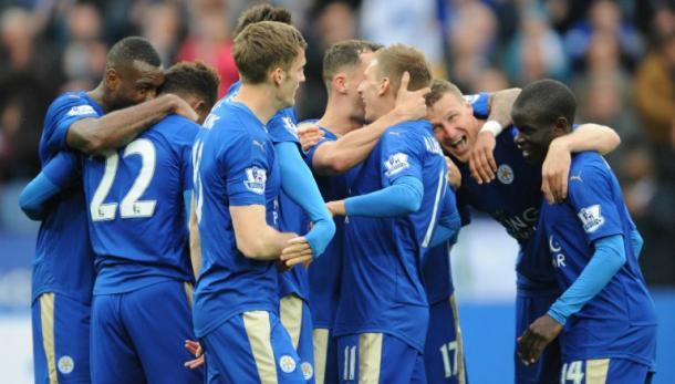 La plantilla del Leicester celebrando un gol. Fuente: SkySports