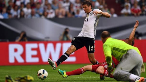 Müller appoggia la sfera in porta per il 2-0 | Foto: omnisport