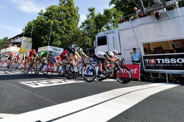 Cavendish por milímetros en su tercera victoria. | Foto: ASO
