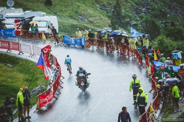 Aru, sólo en medio de la lluvia. | Foto: Brakethrough Media