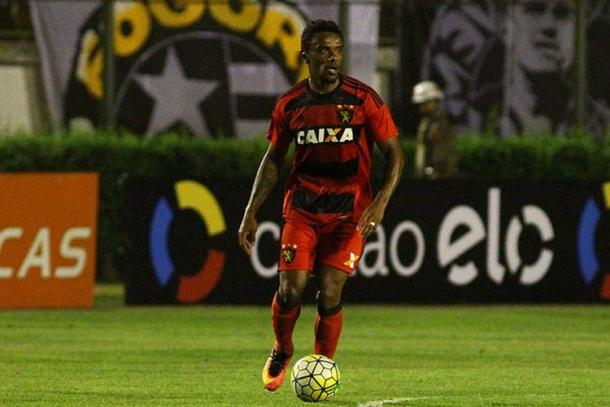 Cabeça de área se mostra confiante contra a Chapecoense (Foto: Williams Aguiar/Sport)