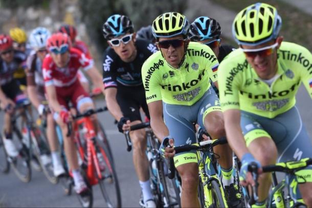 Contador mirando hacia al frente | Foto: Tinkoff Oficial