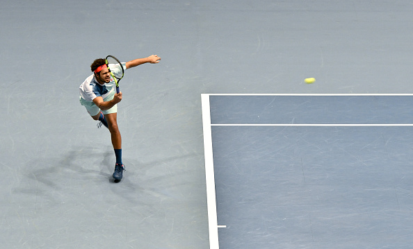 Jo-Wilfried Tsonga plays a shot (Photo: Herbert/Neubauer/Getty Images)