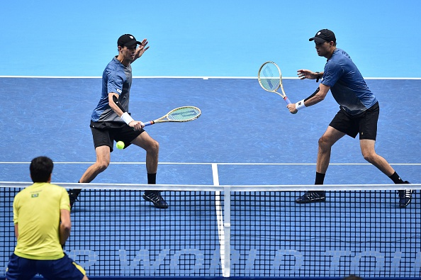 Bryans return the ball to Ivan Dodig and Marcelo Melo (Photo: Glyn Kirk/Getty Images)