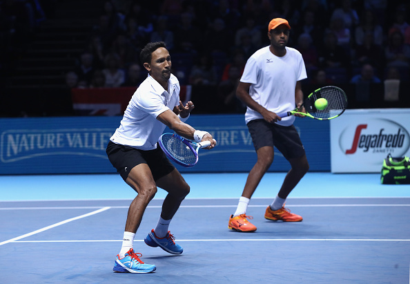 Raven Klaasen and Rajeev Ram return the ball to Pierre-Hugues Herbert and Nicolas Mahut (Photo: Clive Brunskill/Getty Images)