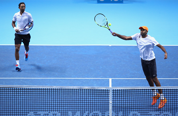 Rajeev Ram plays a forehand as Raven Klaasen looks on (Photo: Clive Brunskill/Getty Images)