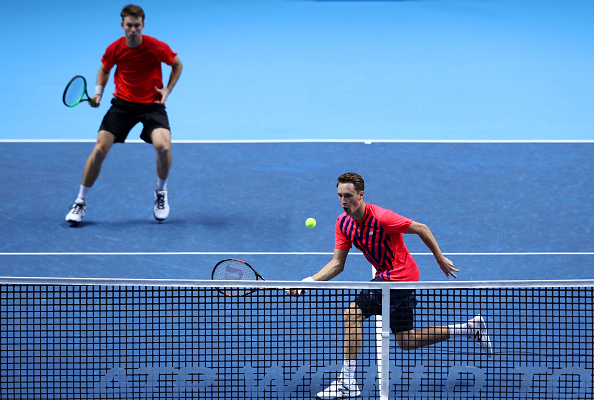 Henri Kontinen hits a volley with John Peers watching on (Photo: Clive Brunskill/Getty Images)