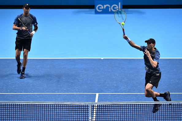 Bob and Mike Bryan return the ball to Treat Huey and Max Mirnyi (Photo: Glyn Kirk/Getty Images)