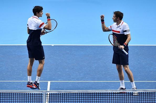 Pierre-Hugues Herbert and Nicolas Mahut celebrate winning the first set (Photo: Glyn Kirk/Getty Images)