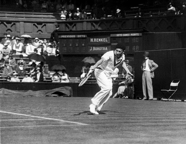 Jean Borotra in action at Wimbledon in 1935 (Photo Universal/Getty Images)
